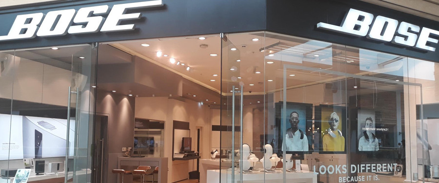 Where are the Bose outlet stores in Europe?